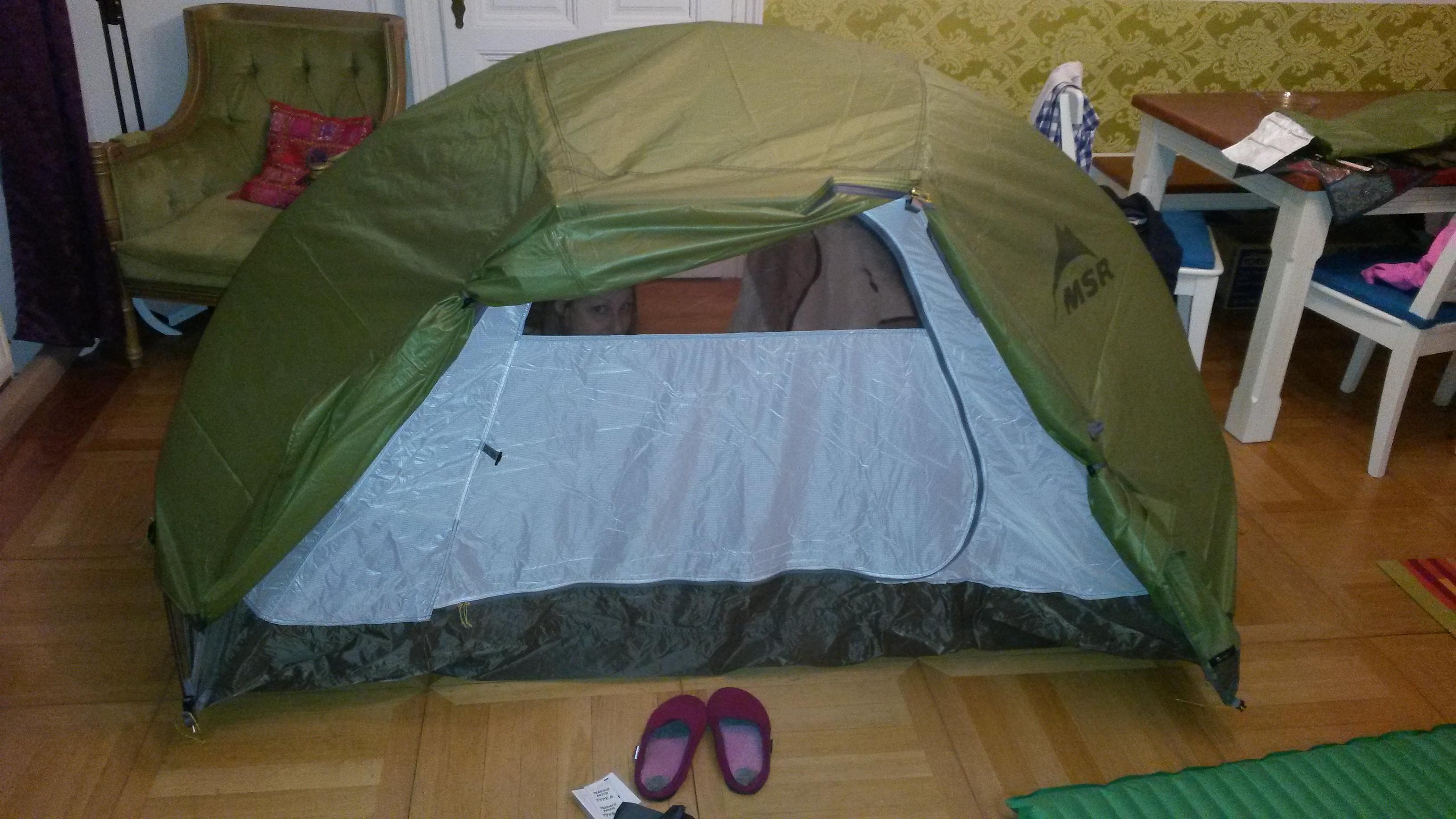 Erster Test im Wohnzimmer & Our new tent