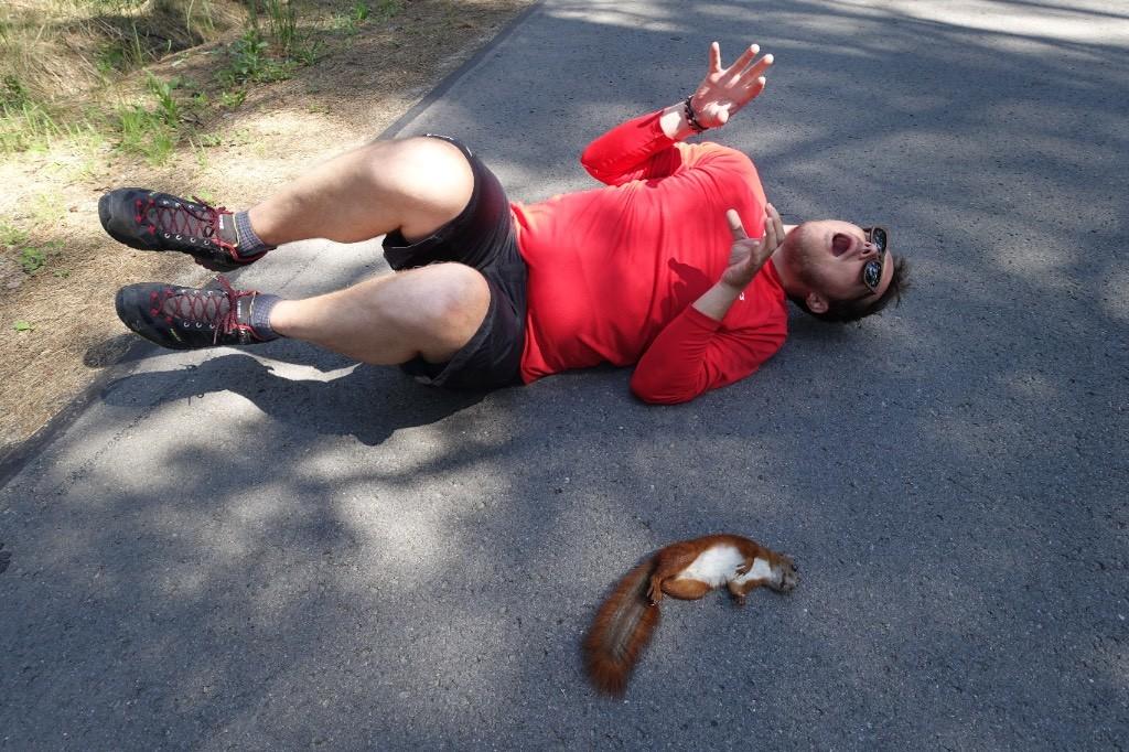 Stefan wollte unbedingt ein Foto mit dem Eichhörnchen