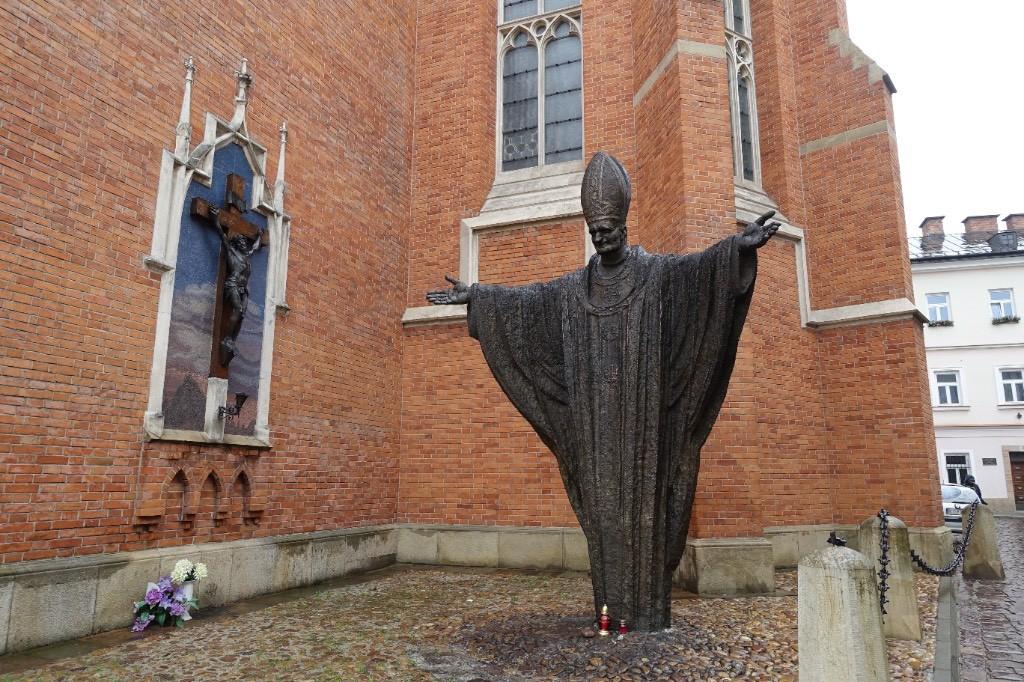 übergroße Papststatue (Jan Pawel II.)