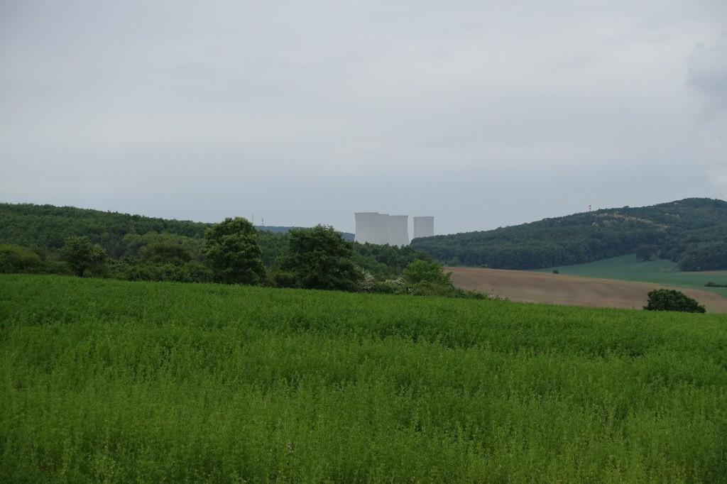 Blick auf ein Atomkraftwerk