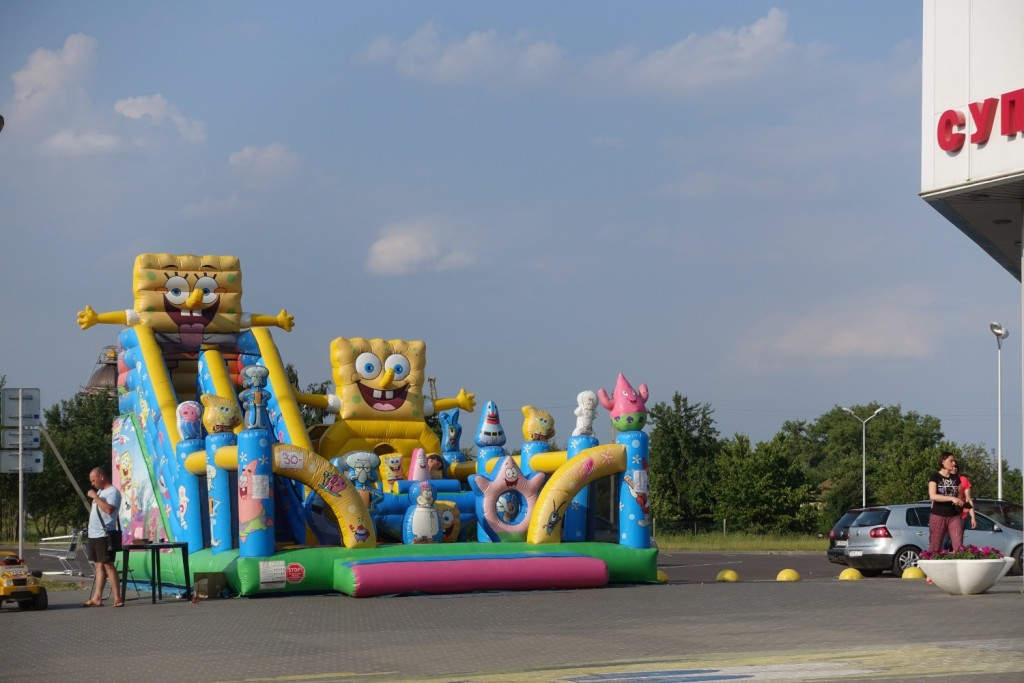 the amazing bouncing castle of Spongebob