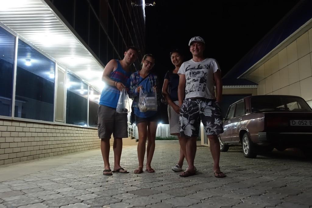 Stefan, Alexandra, unser Abendessen, Laura und Ruslan :-)