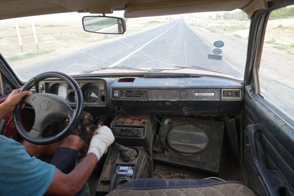 aufregende Fahrt im alten russischen Auto von Ruslan