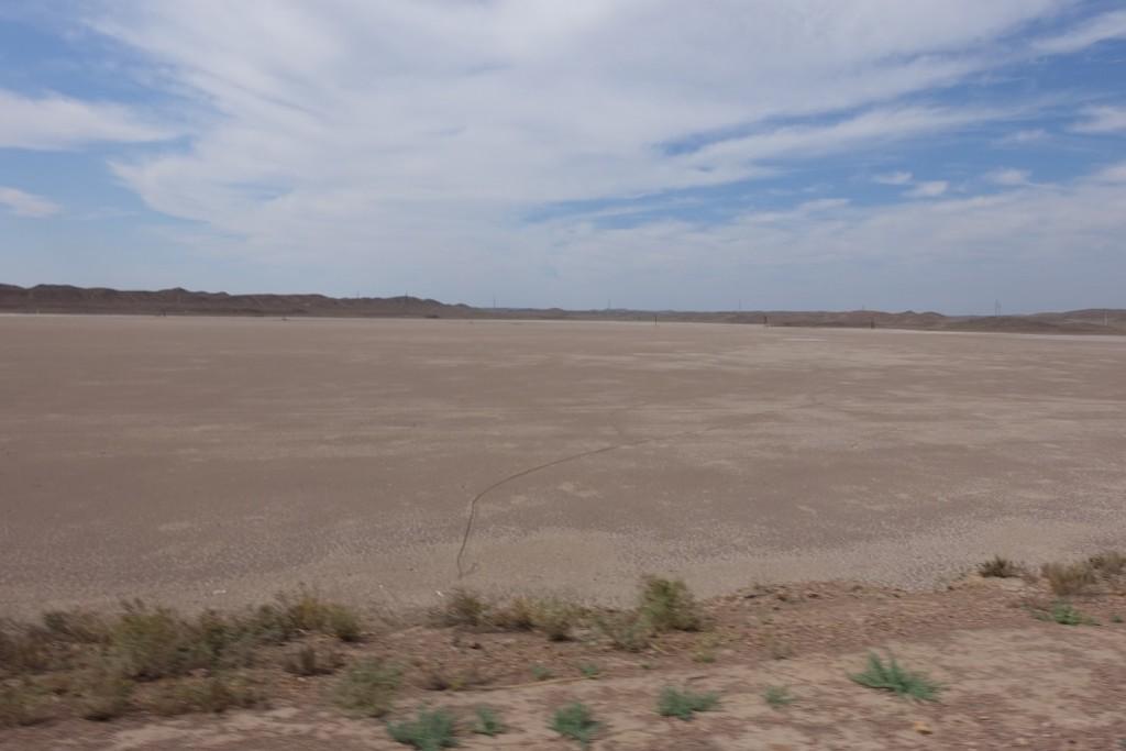 an manchen Stellen ist der Balkhash-See schon dezent ausgetrocknet