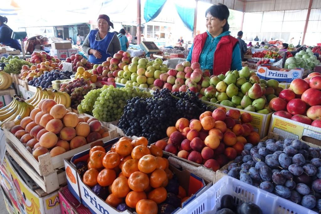 ...und sonstiges Obst am Bazar
