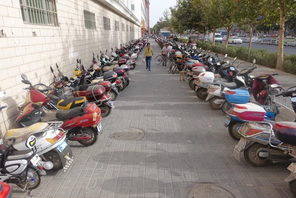 ein paar Mopeds