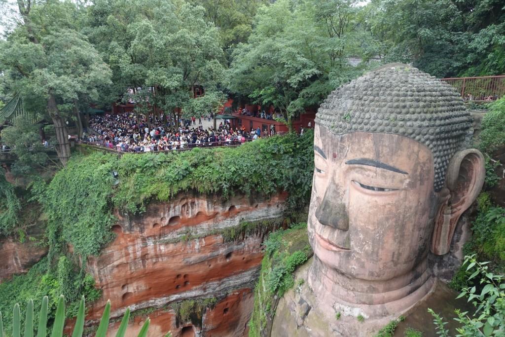 Buddha chillt trotz Menschenmassen