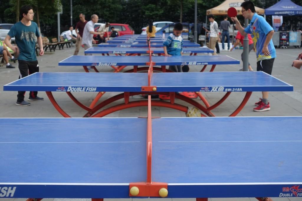 Tischtennis-Tische bei der Uni in Chengdu