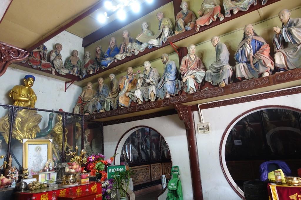 einige der Holzfiguren