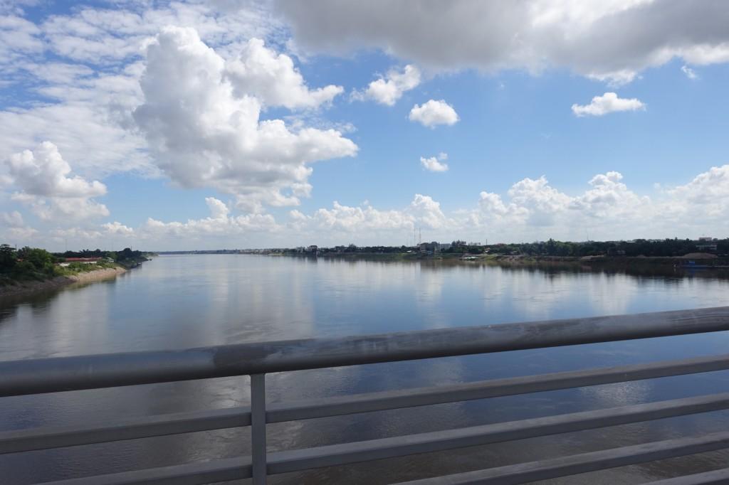 Aussicht von der Freundschaftsbrücke: der Mekong