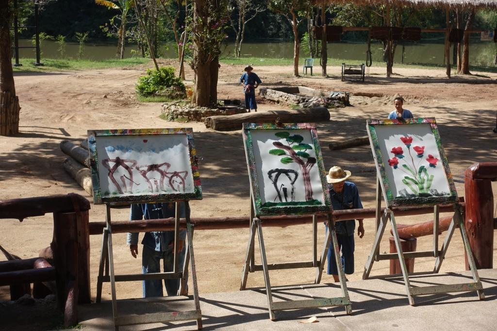 die Kunstwerke dreier Elefanten