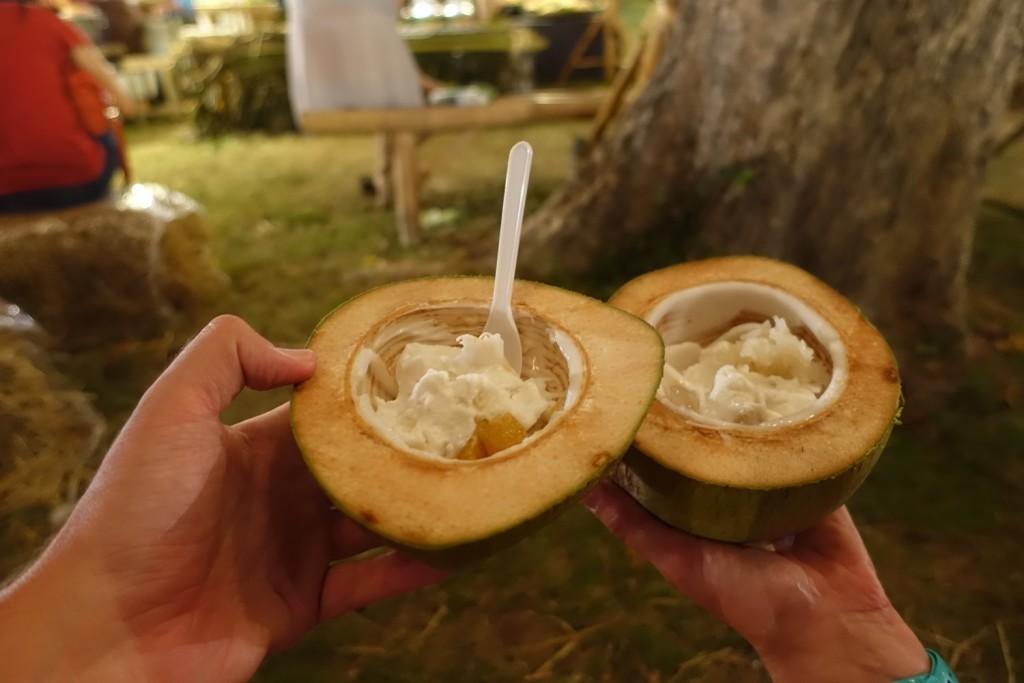 ausgezeichnetes Kokoseis mit Süßkartoffeln und Reis