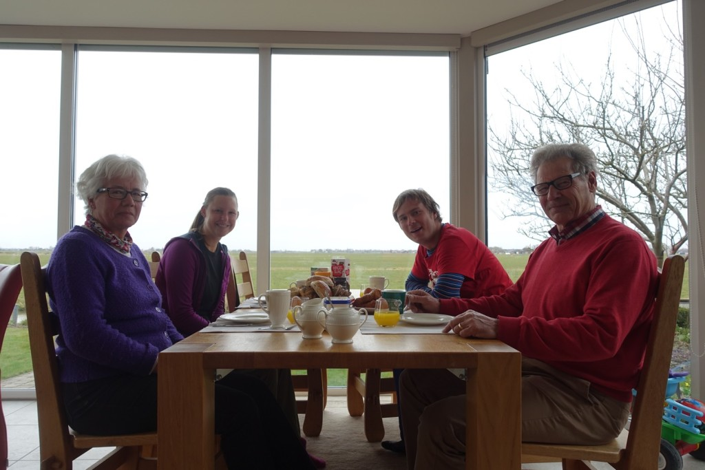 am Frühstückstisch mit Cootje und Jan